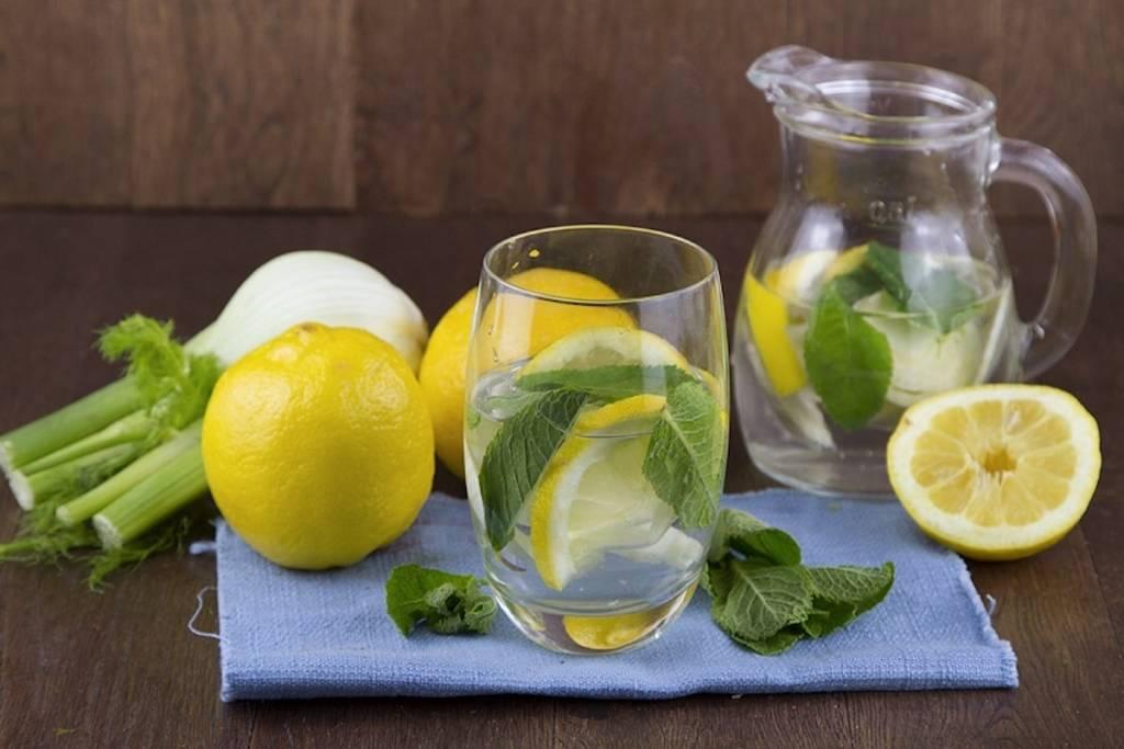 Agua de limón desintoxicante