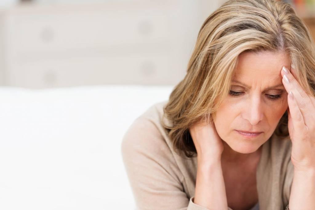 Mujer, canas y estrés